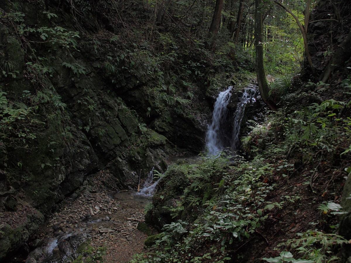E0512924御主殿の滝.jpg